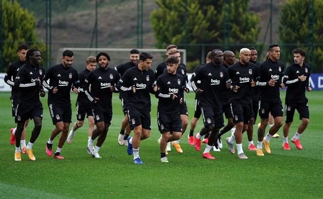 Beşiktaş hazırlıklara kaldığı yerden devam etti
