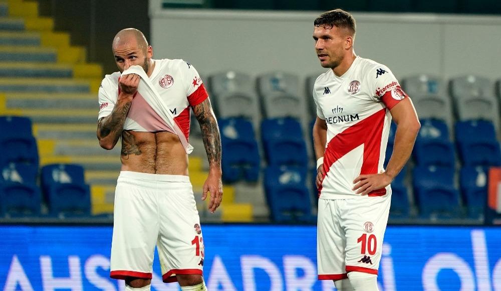 Lukas Podolski sosyal medyadan isyan etti!
