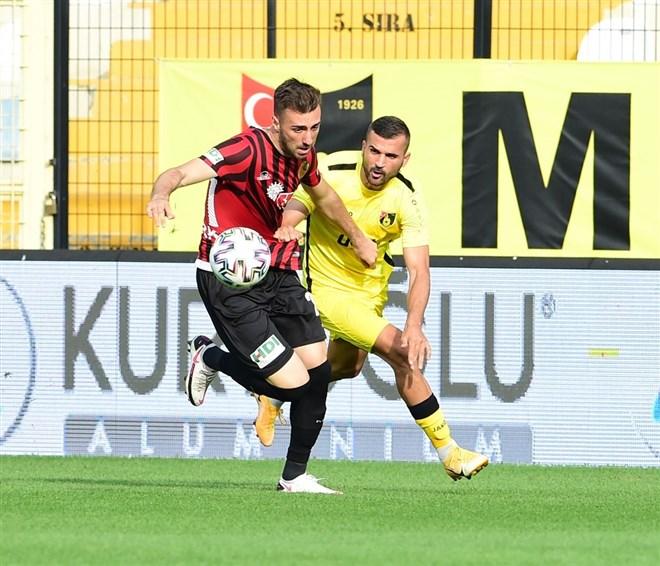İstanbulspor, sahasında Eskişehirspor'u 3-0 ile geçti