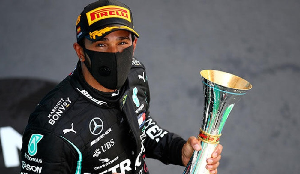 Hamilton 'asla dediğini yaptı, ayakkabıdan şampanya içti!