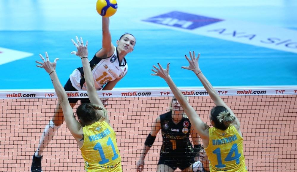 VakıfBank, PTT'yi 3-0 ile geçti