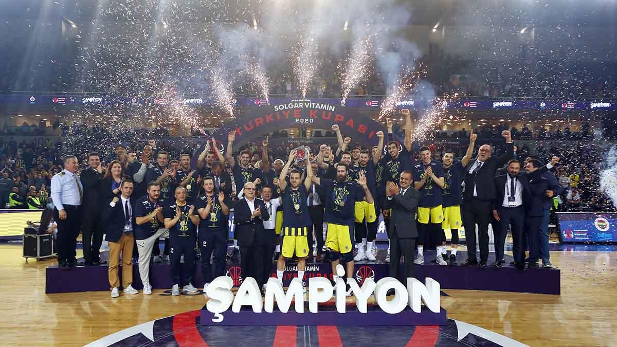Türkiye'deki tek kupayı Fenerbahçe Beko kaldırdı