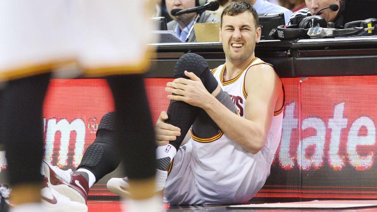NBA yıldızının ayağı kırıldı!
