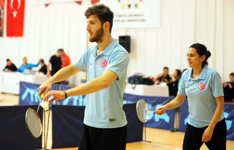 Badminton müsabakaları başladı!