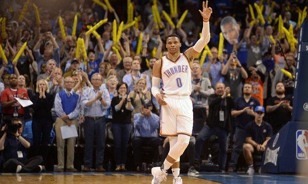 Westbrook bir kez daha tarihe geçti!