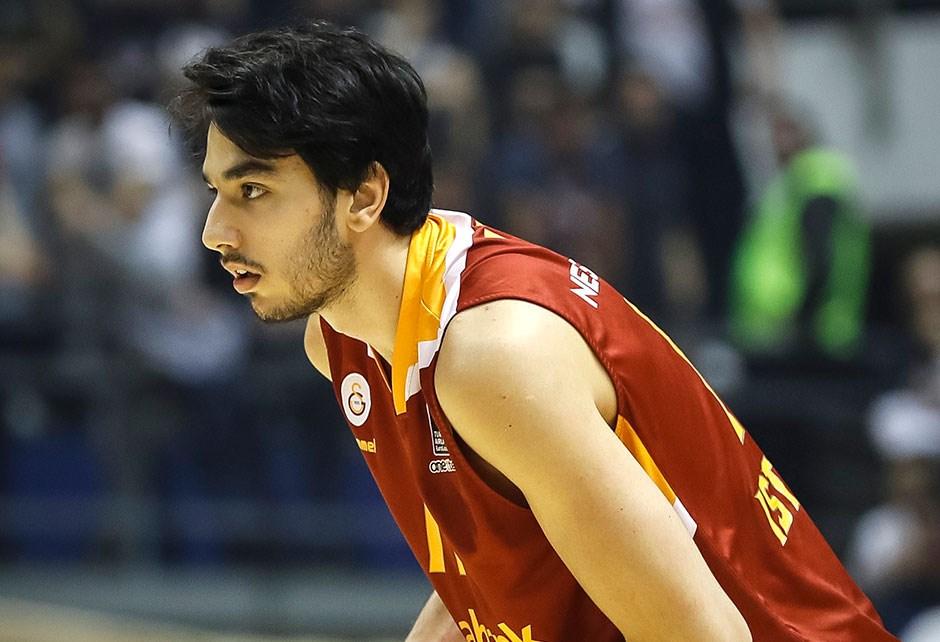 Galatasaray Ege Arar'ın sağlık durumu hakkında açıklama yaptı