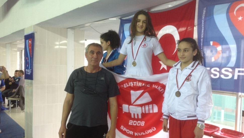 Paletli yüzmede 28 Türkiye rekor kırıldı!