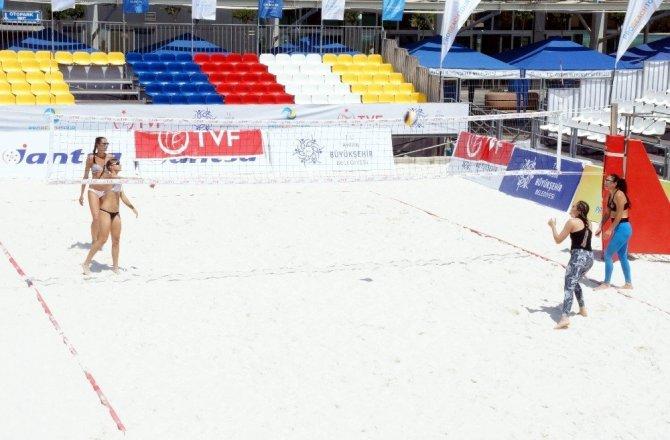 Plaj Voleybolu Kulüpler Ligi'nin final müsabakaları, Sinop'ta başladı