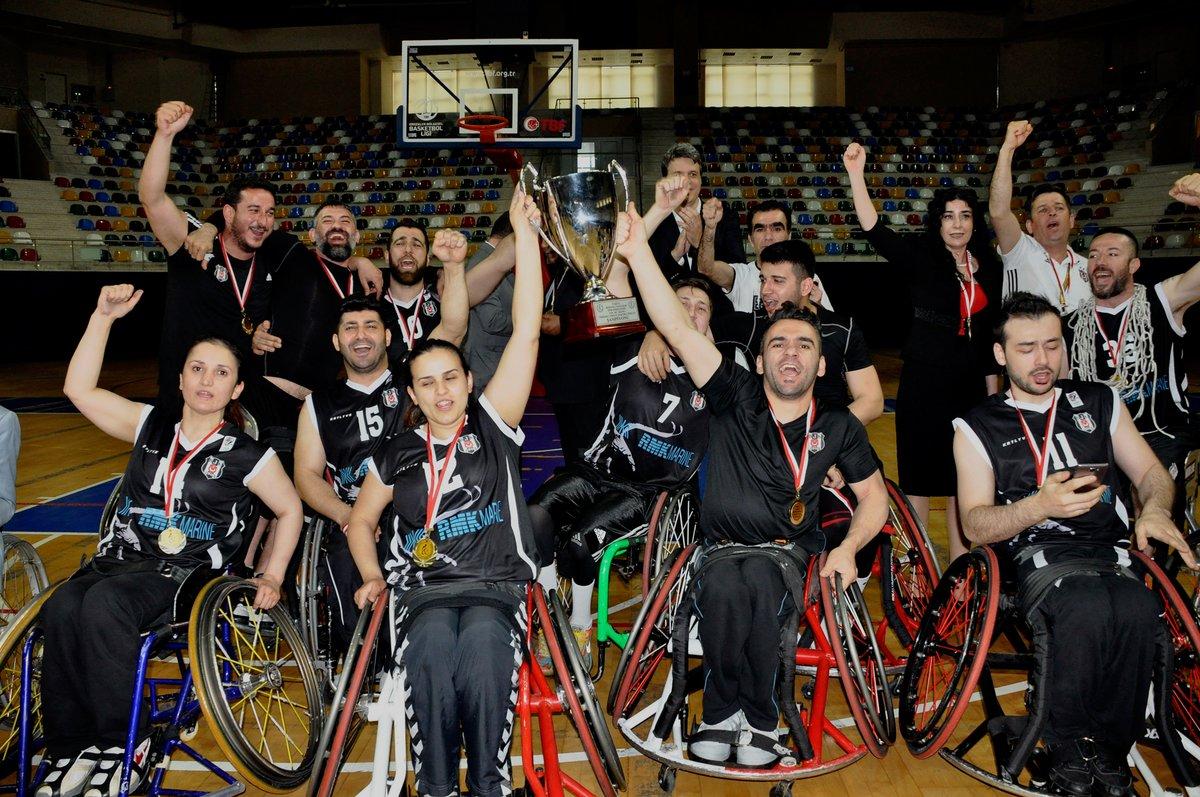 Beşiktaş RMK Marine şampiyonluk kupasını aldı