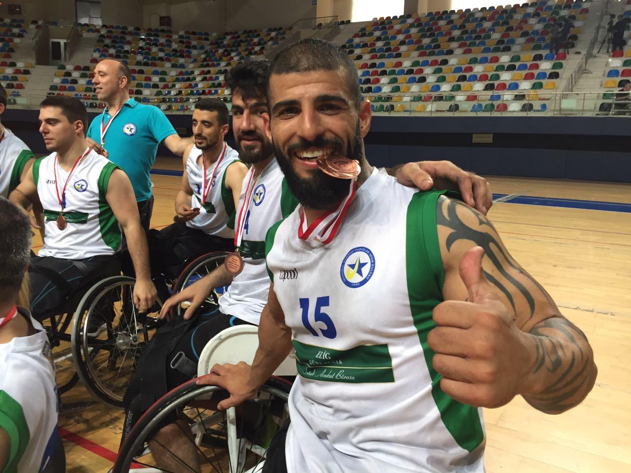 Elig Avukatlık Bürosu Engelli Yıldızlar kupasını aldı