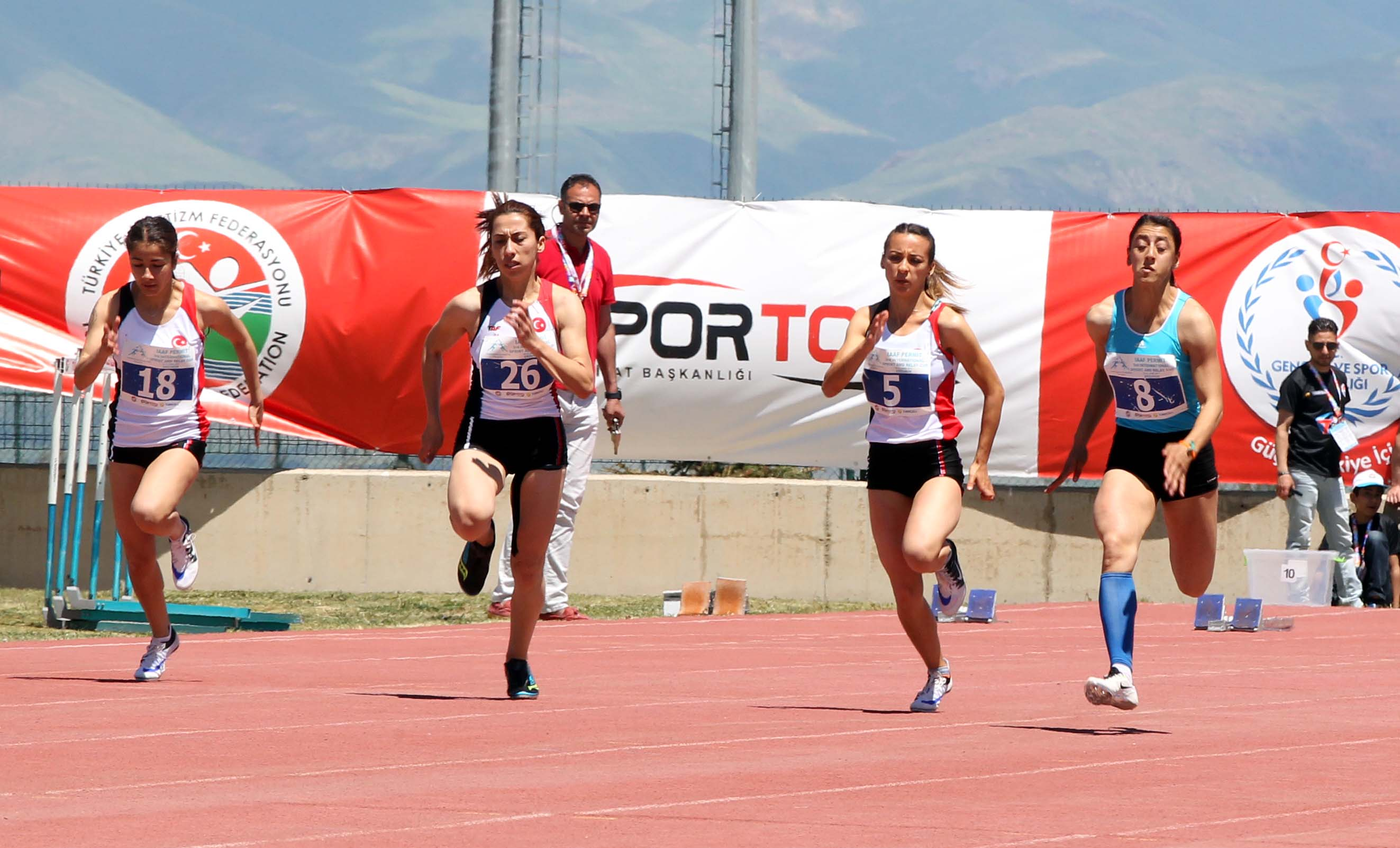 100 metre erkek ve kadın yarışları tamamlandı