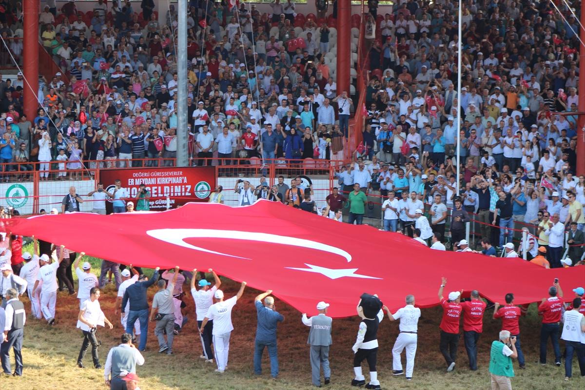Er Meydanı'nda dev Türk bayrağı!
