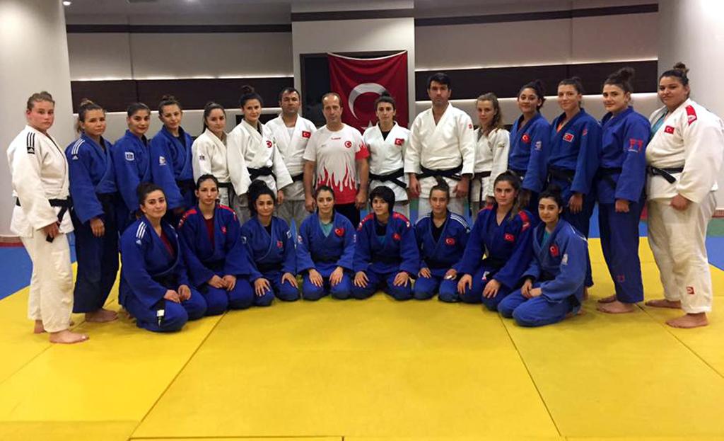 Yakup Karahan Genç Milli Kız Judo Takım'ını ziyaret etti!