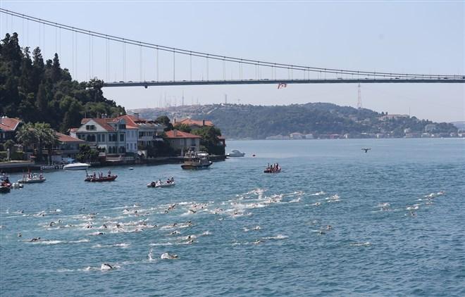 Samsung Boğaziçi Kıtalararası Yüzme Yarışı'na büyük ilgi