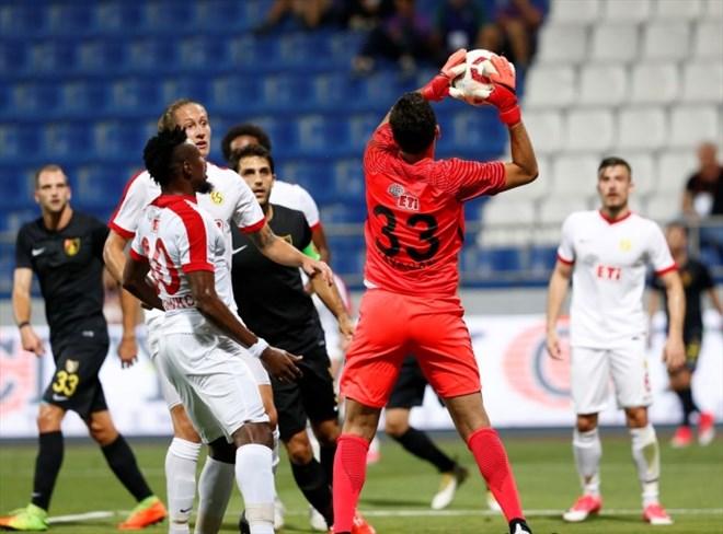 Eskişehirspor'da futbolcular Kovid-19 testinden geçti