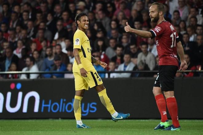 İşte Neymar'ın ilk maçından kareler...