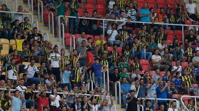 Üsküp'te Fenerbahçe'yi taraftarları yalnız bırakmadı