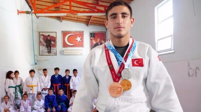 """""""Uluslararası alanda Türk bayrağını dalgalandırmak gurur verici"""""""