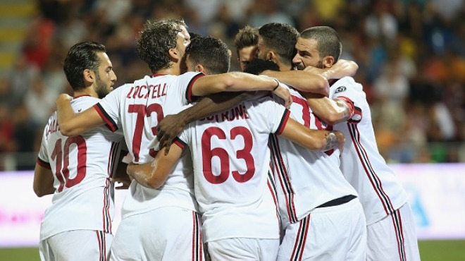 Hakan forma giydi, Milan ilk yarıda bitirdi!