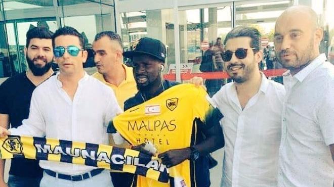 Eboue, yeni takımı ile imzalıyor!