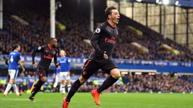 Arsenal, Everton deplasmanında uçuşa geçti! 7 gollü maç...