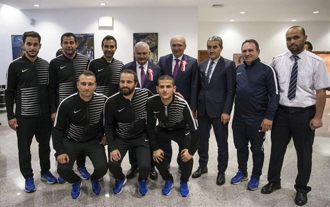 Başbakan, dünya şampiyonu İETT Futbol Takımı'nı kabul etti