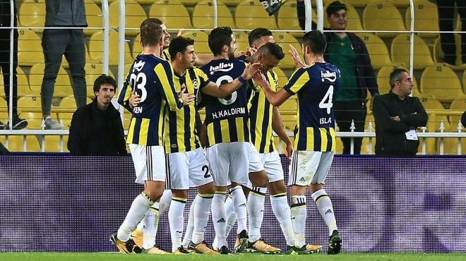Fenerbahçeli futbolcular galibiyet kitlendi