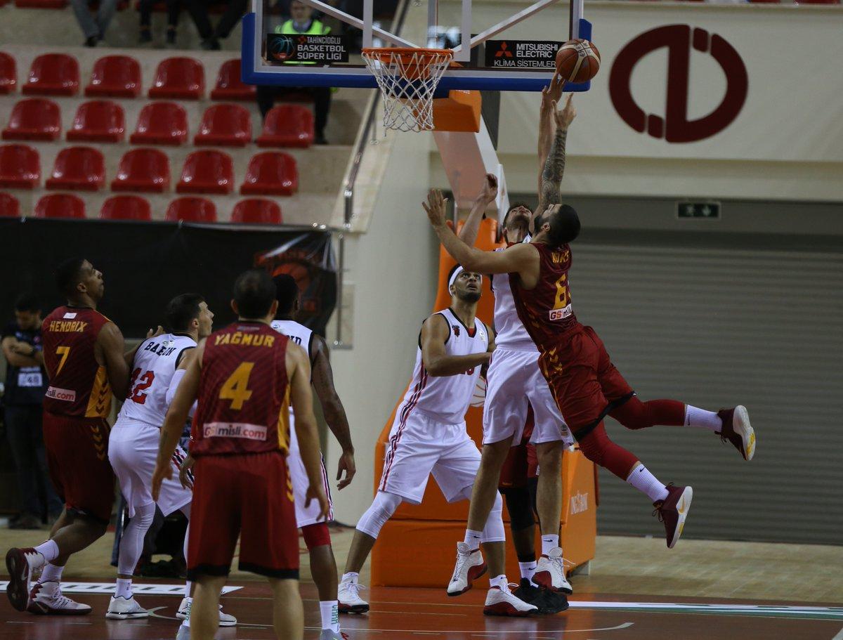 Yenilginin ardından Galatasaray taraftarları isyan etti!
