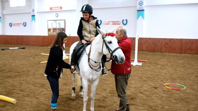 Türkiye'nin pony eğitmenlerini yetiştiriyorlar