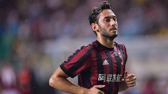 Hakan Çalhanoğlu Milan'a transfer olmaktan...