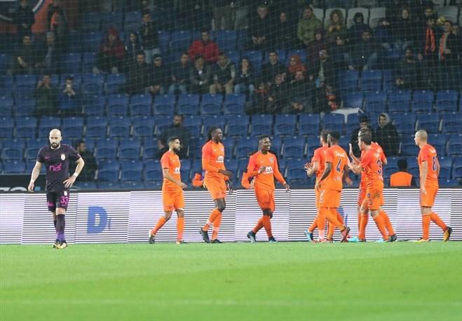Galatasaray'da ilk kesik! Formayı kaptırdı...