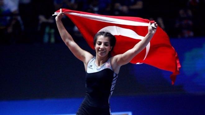 Evin Demirhan, altın madalya kazandı