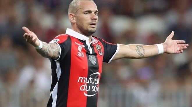 Galatasaray'ın eski yıldızı Sneijder'e Fransa'da büyük şok!