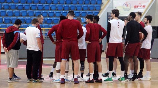 Trabzonspor Basketbol'da, yatmayan maaşlar nedeniyle 'oyuncular maça gitmeyecek' iddiası