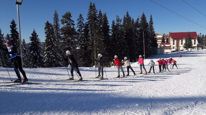 Kastamonu Akademi Spor Kulübü sporcuları kayak sezonunu açtı