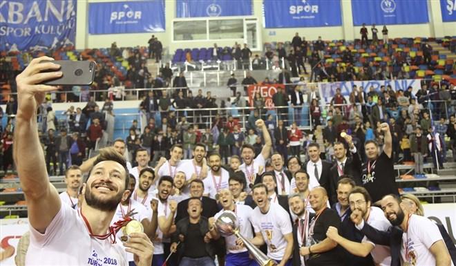Kupa Voley şampiyonu Halkbank, kupasını aldı