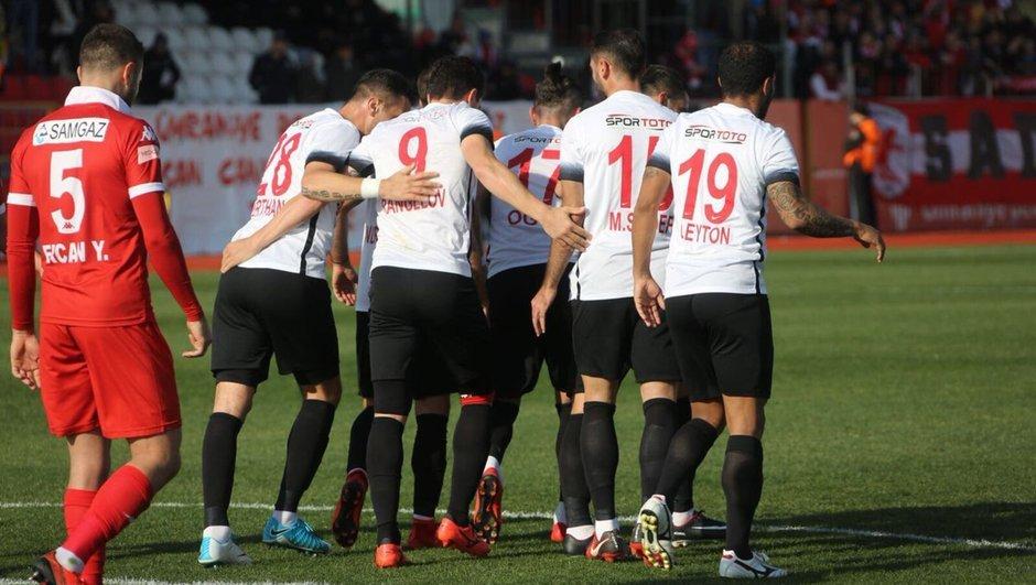 Ümraniyespor - Samsunspor maçında 660 kişi