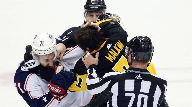 Video - Buz hokeyi maçında ortalık karıştı