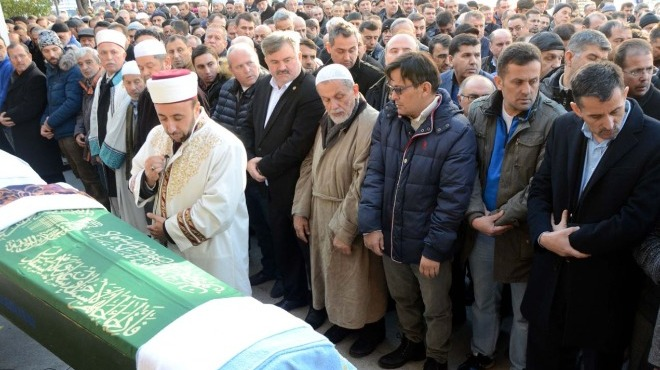 Video - Murat Özmekik'in annesinin cenazesi toprağa verildi