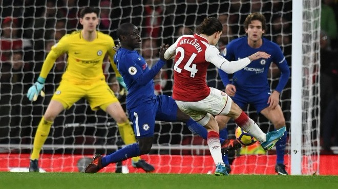 Video - Premier Lig'de oynanan Londra derbisi nefesleri kesti