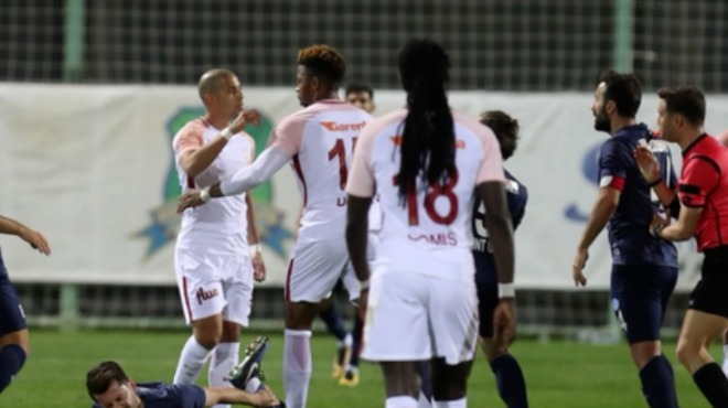 Feghouli sert müdahalede bulundu, Terim oyundan aldı