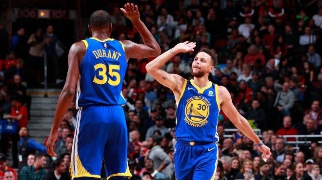 Golden State Warriors seriyi 14 maça çıkardı