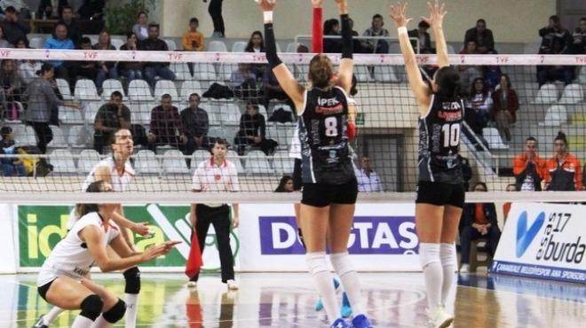 Beylikdüzü Voleybol İhtisas, Halkbank'ı  3-0 mağlup ettı!