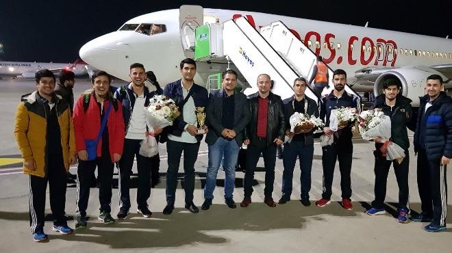 Şampiyon hokeyciler Gaziantep'te
