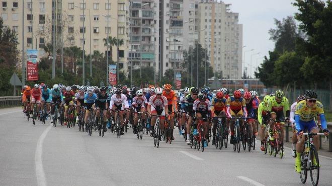 """Gazze'de """"Büyük Dönüş Yürüyüşü"""" öncesi bisiklet yarışı"""
