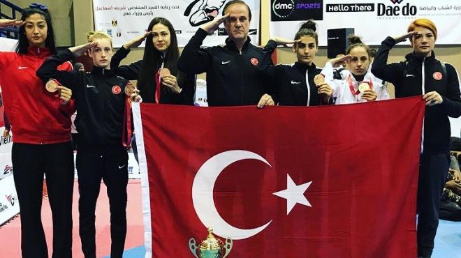 Tekvando'da altın madalyalar Türkiye'nin!