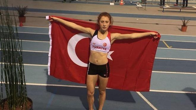 Atletizm 1500 metre finalinde piste çıkan Muhsine Gezer, altın madalyaya ulaştı