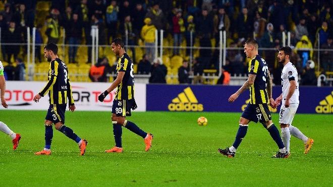 Fenerbahçe tribünlerinde yönetime protesto, Ali Koç'a destek!