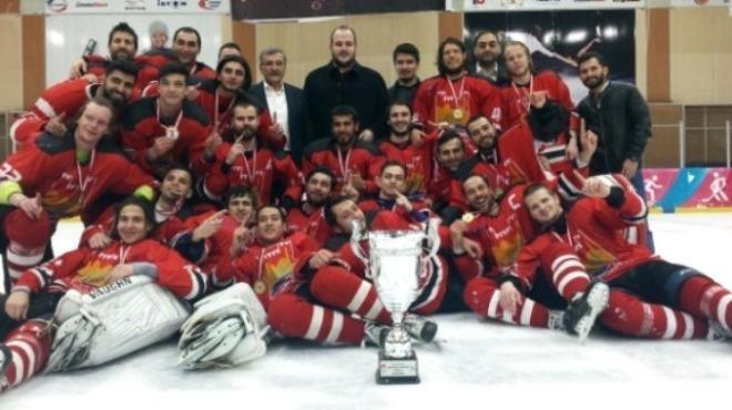 Buz hokeyinde şampiyon Zeytinburnu Belediyespor!