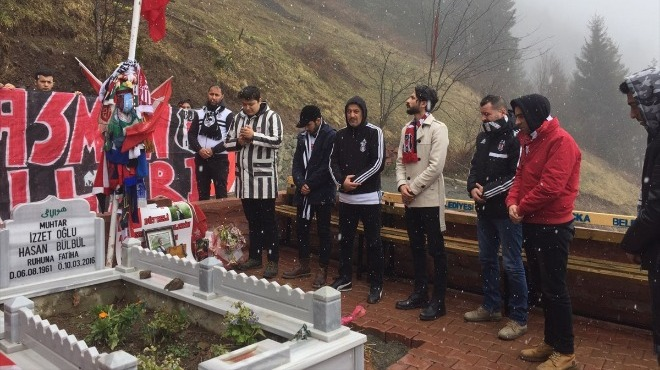 Beşiktaşlı taraftarlardan anlamlı davranış! Şehit Eren Bülbül'ün mezarını ziyaret ettiler...